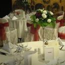 aranjament-floral-lisianthus-alb-si-trandafir-rosu