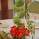 trandafiri-orange-si-mere-verzi